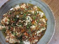 ニラの種入り麻婆豆腐