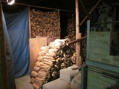 今回の窯焚き用に去年用意した薪