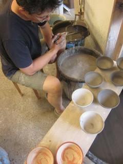 刷毛目の飯碗の施釉