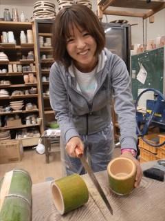 竹を切ってお椀を作る