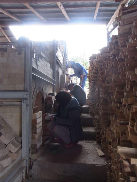 登り窯 薪 窯焚き 窯詰め 林業 環境教育 造形教育 草來舎 自然体験